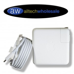 Adaptador de Corriente mas Cable Apple 61W USB-C PMRW22LL para  MacBook Pro & Air